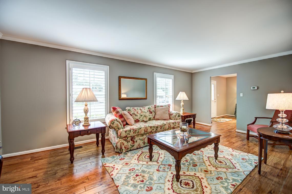 Maison unifamiliale pour l Vente à 3225 AUTUMN HILL Court 3225 AUTUMN HILL Court Oak Hill, Virginia 20171 États-Unis