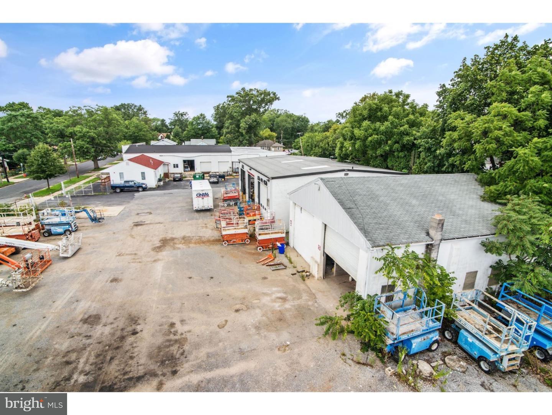 Частный односемейный дом для того Продажа на 116 W ALMOND Street Vineland, Нью-Джерси 08360 Соединенные Штаты