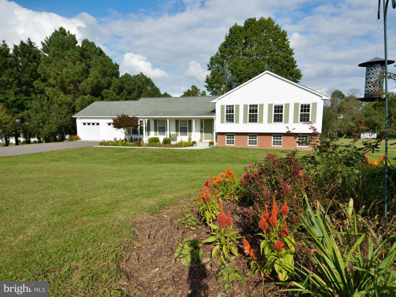 Частный односемейный дом для того Продажа на 3504 CEDARS STABLE Road 3504 CEDARS STABLE Road Harwood, Мэриленд 20776 Соединенные Штаты