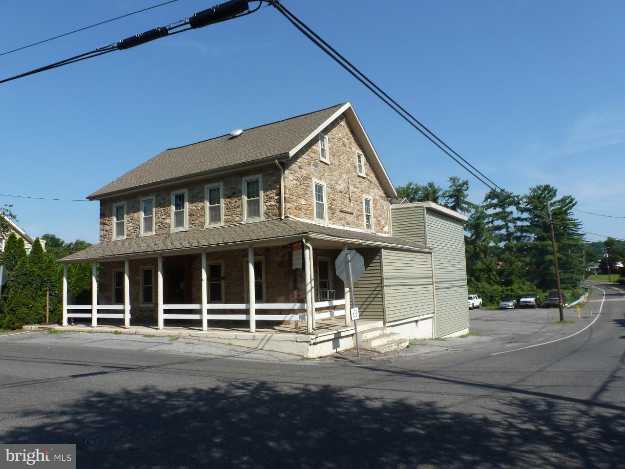 Maison unifamiliale pour l Vente à 3883 MAIN RD W Emmaus, Pennsylvanie 18049 États-Unis