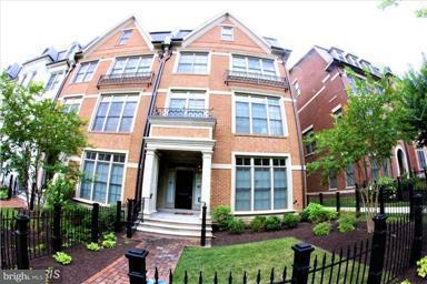 Maison accolée pour l Vente à 10851 Symphony Park Drive 10851 Symphony Park Drive North Bethesda, Maryland 20852 États-Unis