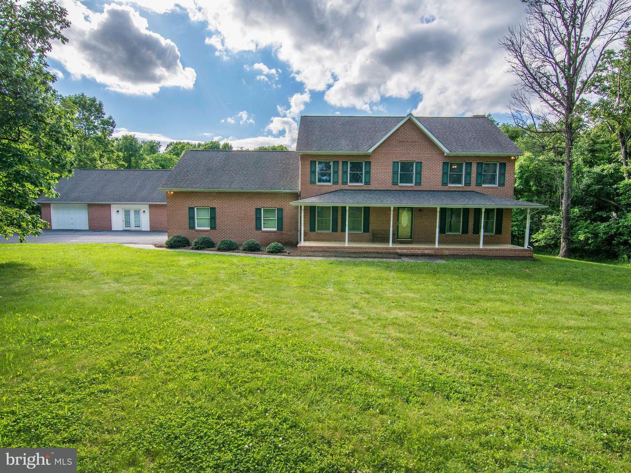 Частный односемейный дом для того Продажа на 1862 GOLDMILLER 1862 GOLDMILLER Bunker Hill, Западная Виргиния 25413 Соединенные Штаты