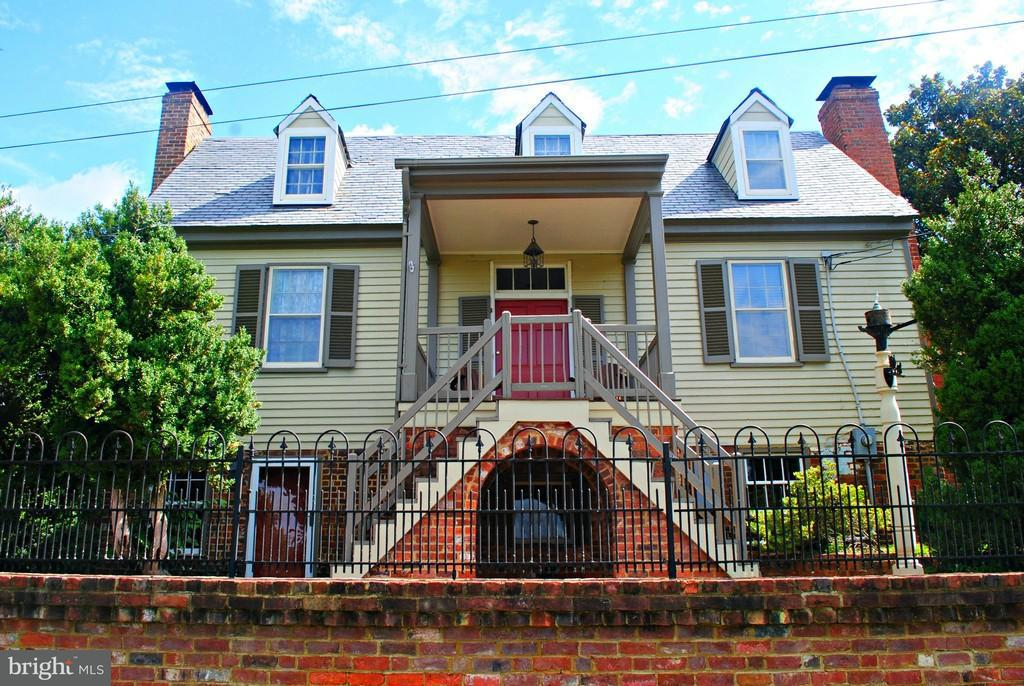 Single Family for Sale at 67 Cameron St Columbia, Virginia 23038 United States