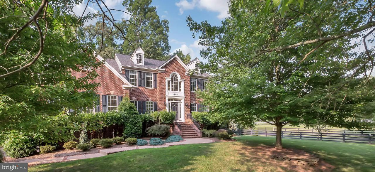 Single Family Home for Sale at 12524 CHRONICAL Drive 12524 CHRONICAL Drive Fairfax, Virginia 22030 United States