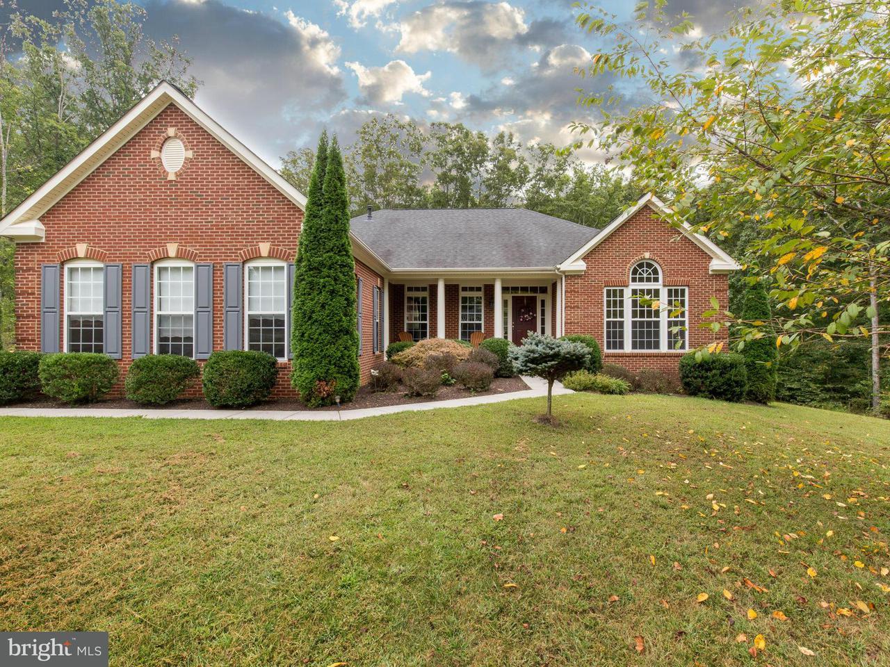 Casa Unifamiliar por un Venta en 697 REEDY CREEK Road 697 REEDY CREEK Road Louisa, Virginia 23093 Estados Unidos