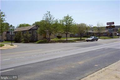 Commercial pour l Vente à 1600 SHENANDOAH Avenue 1600 SHENANDOAH Avenue Front Royal, Virginia 22630 États-Unis