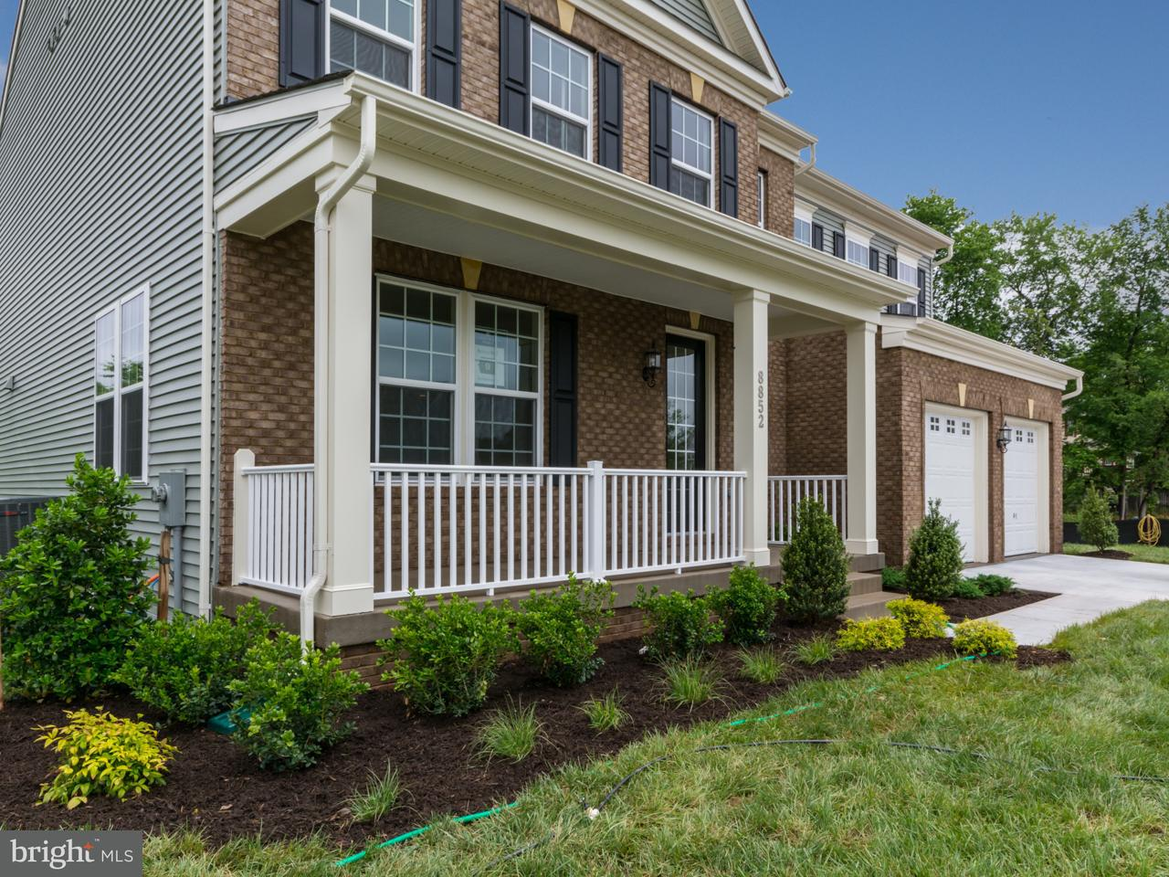 Single Family Home for Sale at 8852 OLD DOMINION HUNT Circle 8852 OLD DOMINION HUNT Circle Manassas, Virginia 20112 United States