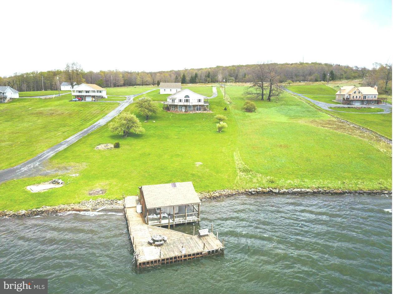 Частный односемейный дом для того Продажа на 77 MOUNTAIN LAKE DRIVE 77 MOUNTAIN LAKE DRIVE Mount Storm, Западная Виргиния 26739 Соединенные Штаты