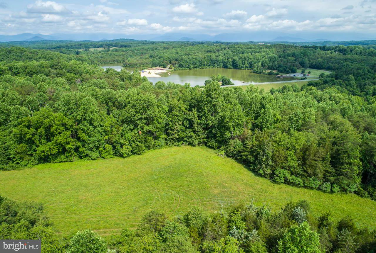 Additional photo for property listing at CHRIS GREENE LAKE Road CHRIS GREENE LAKE Road 夏洛茨维尔, 弗吉尼亚州 22911 美国