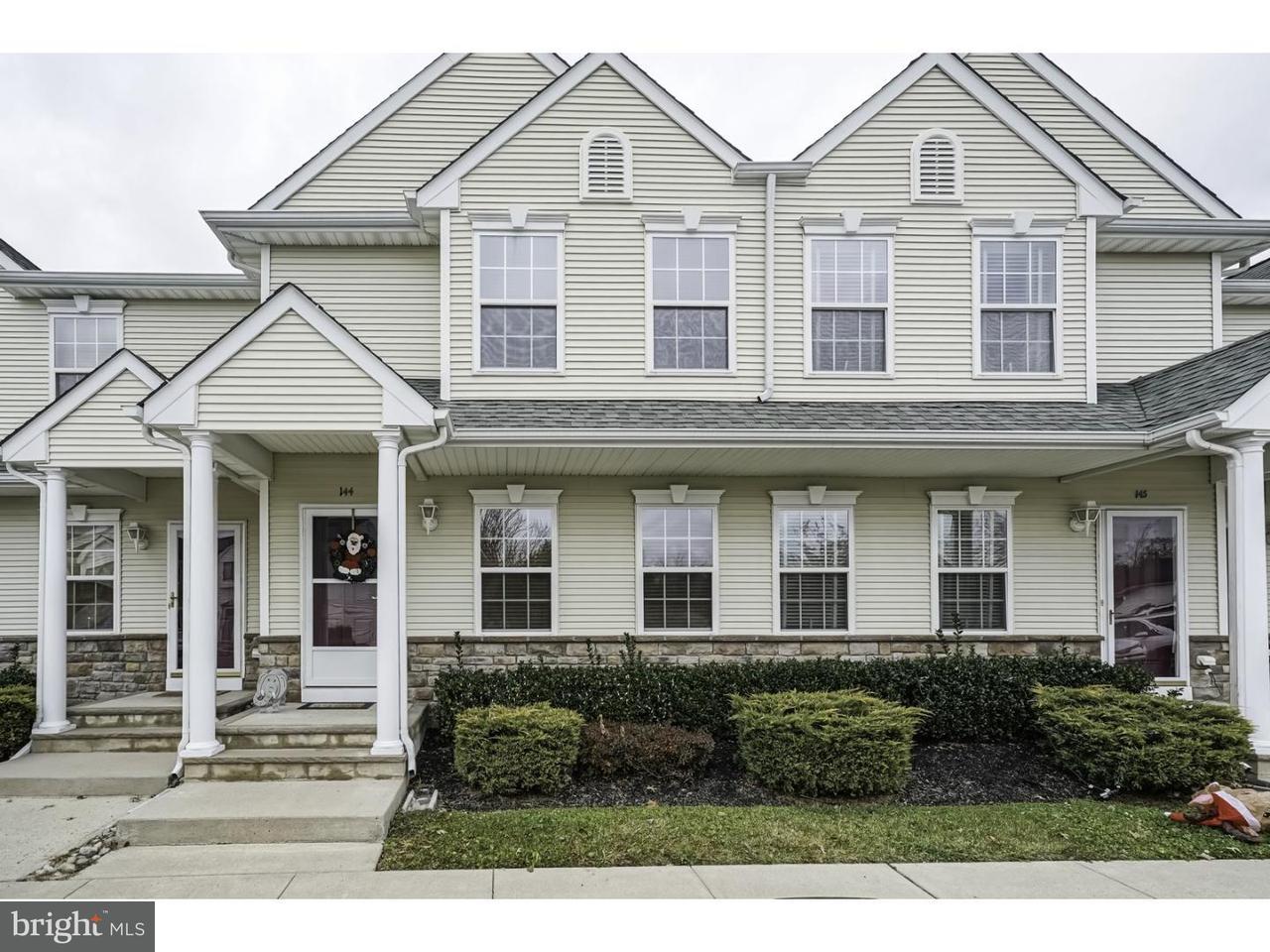 Maison en rangée pour l Vente à 144 YORKTOWN BLVD Hammonton, New Jersey 08037 États-Unis