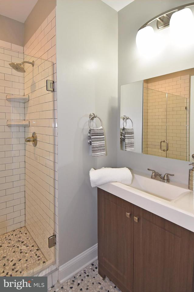 Additional photo for property listing at 1722 Independence Ave Se #1 1722 Independence Ave Se #1 Washington, Distrito De Columbia 20003 Estados Unidos