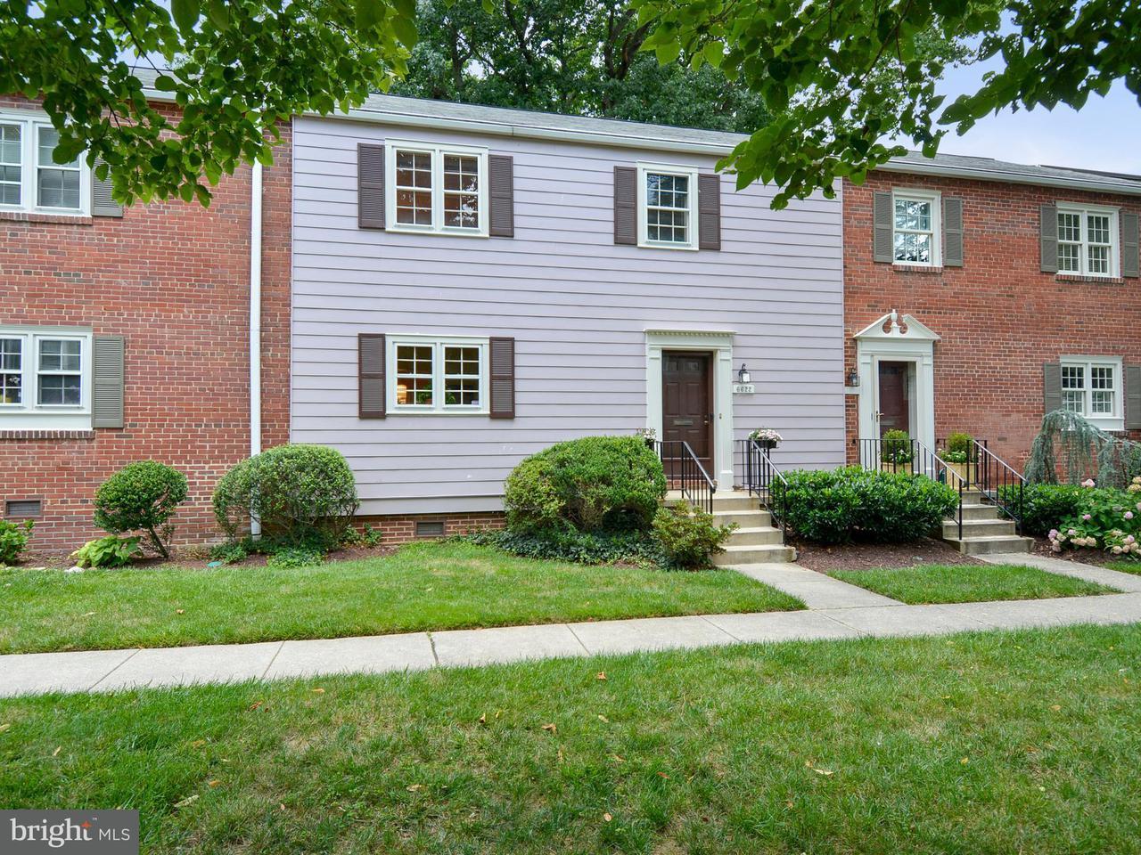 Maison accolée pour l Vente à 6622 HILLANDALE RD #60 6622 HILLANDALE RD #60 Chevy Chase, Maryland 20815 États-Unis