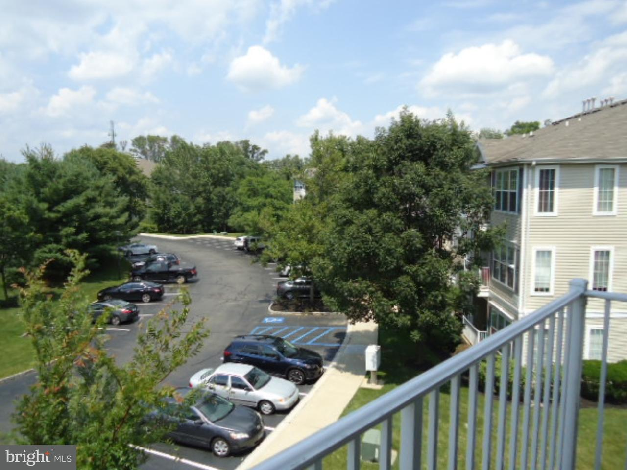Appartement en copropriété pour l Vente à 48 KYLE WAY Ewing, New Jersey 08628 États-UnisDans/Autour: Ewing Township
