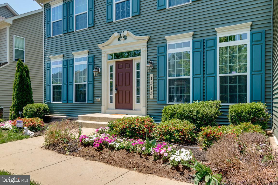 Частный односемейный дом для того Продажа на 1313 VOLUNTEER Drive 1313 VOLUNTEER Drive Brunswick, Мэриленд 21716 Соединенные Штаты