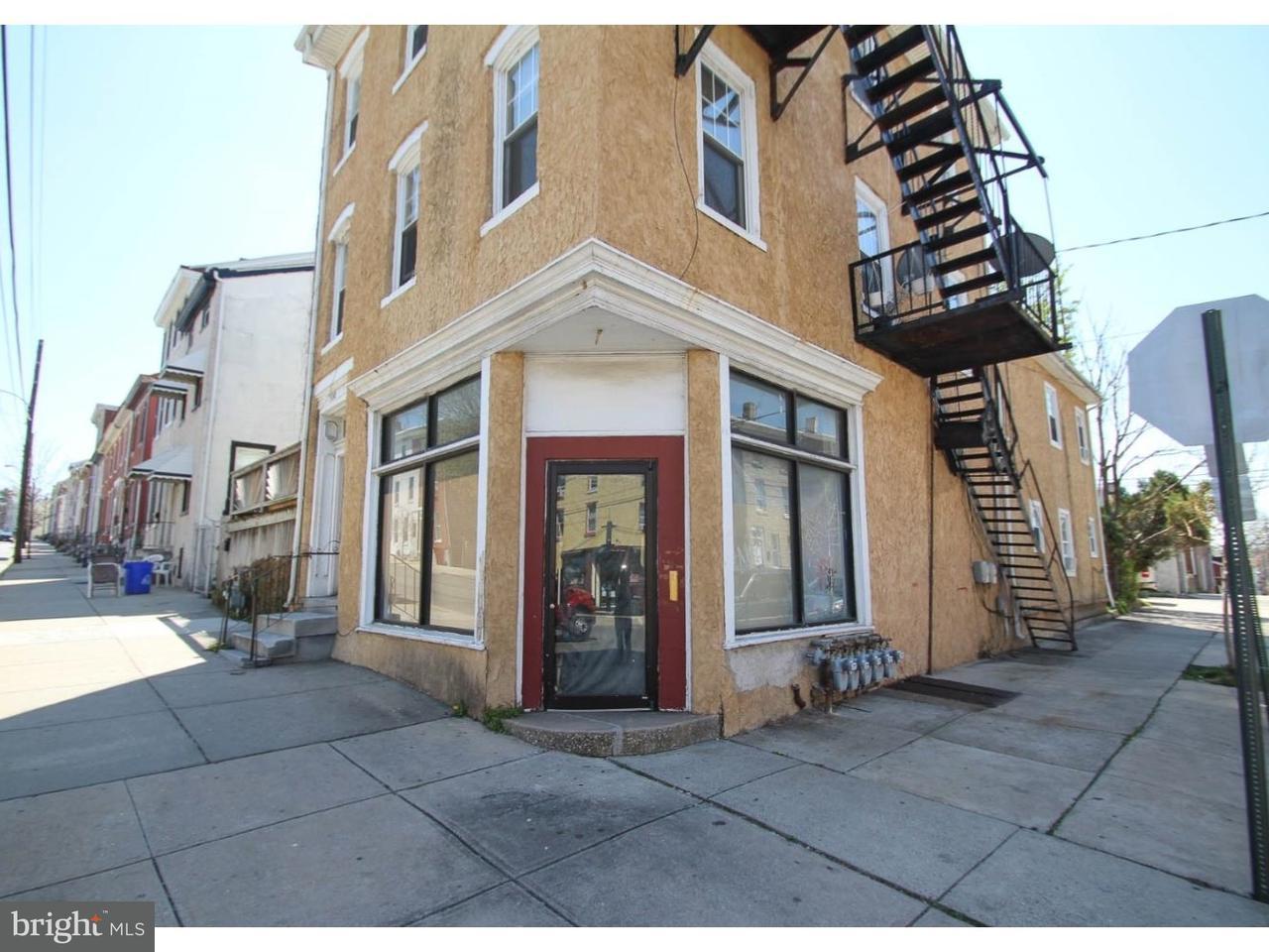 Quadraplex por un Venta en 300 E MARSHALL Street Norristown, Pennsylvania 19401 Estados Unidos