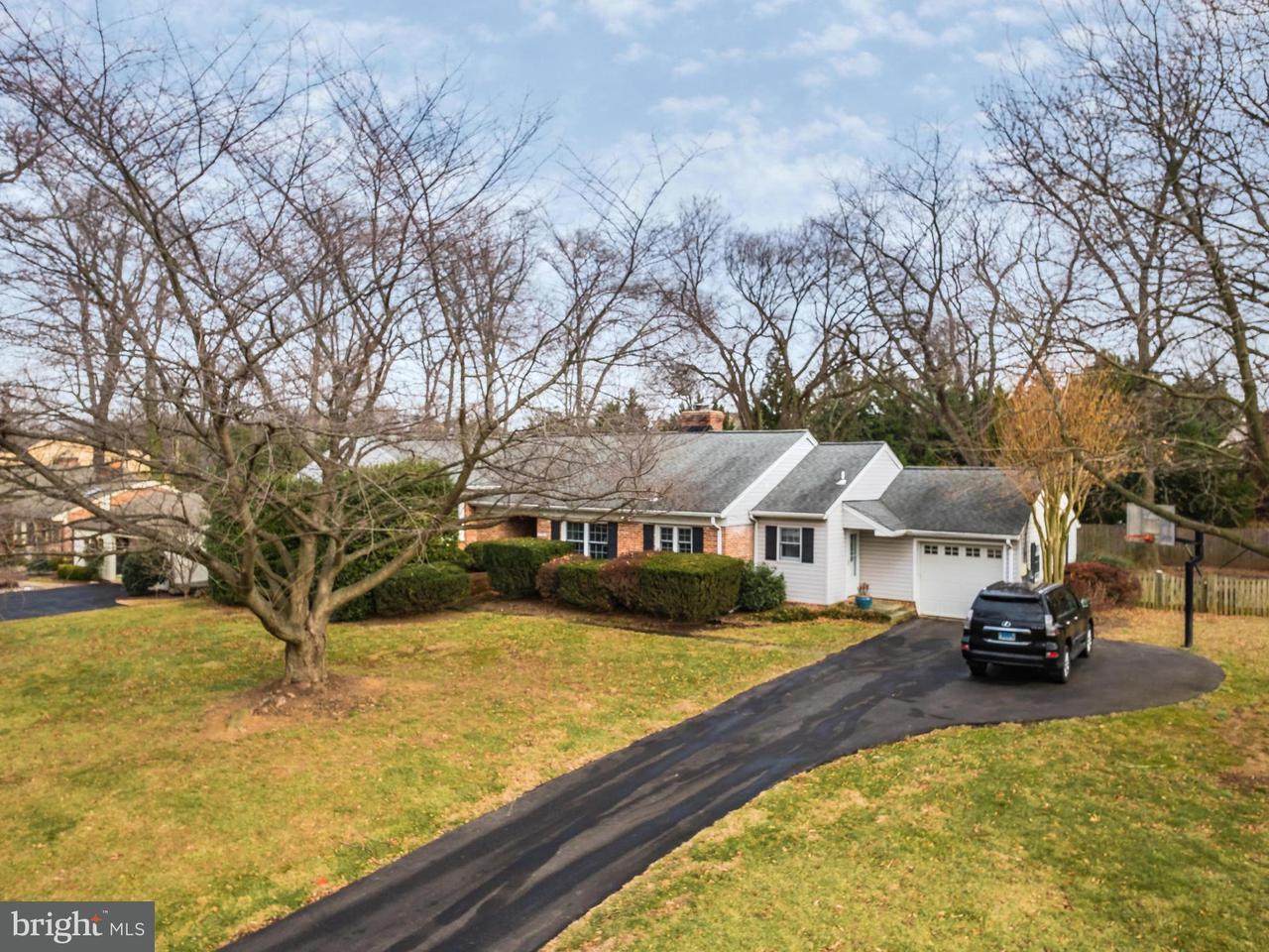 Частный односемейный дом для того Продажа на 11301 HUNTOVER Drive 11301 HUNTOVER Drive North Bethesda, Мэриленд 20852 Соединенные Штаты