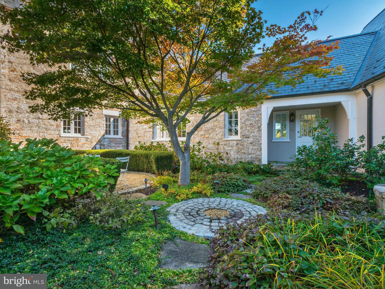 Additional photo for property listing at 10700 Red Barn Ln  Potomac, Maryland 20854 United States