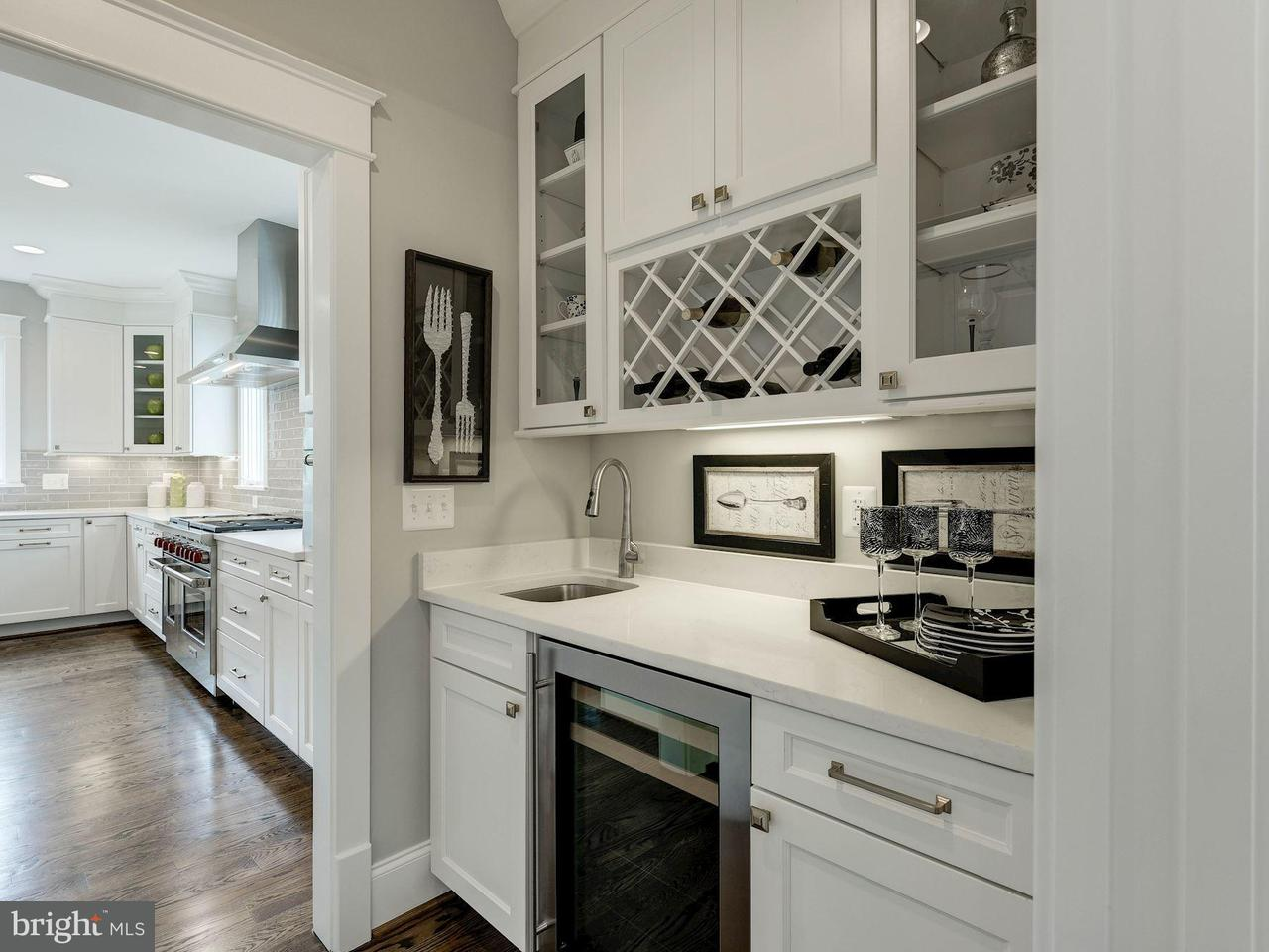 Additional photo for property listing at 6808 31st St N  Arlington, Virginia 22213 United States