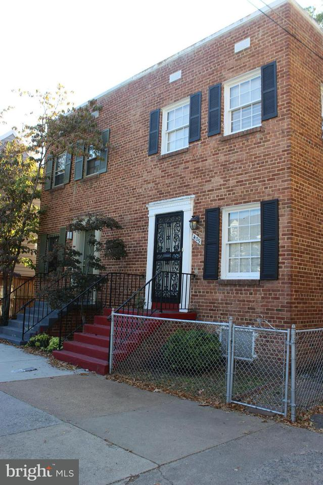 Duplex for Sale at 411 ROYAL ST S 411 ROYAL ST S Alexandria, Virginia 22314 United States