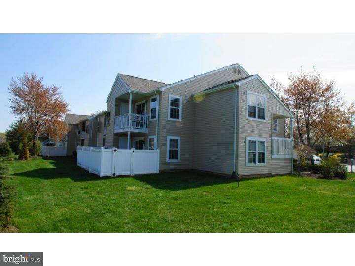 Appartement en copropriété pour l à louer à 14022 BEACON HILL Drive Holland, Pennsylvanie 18966 États-Unis
