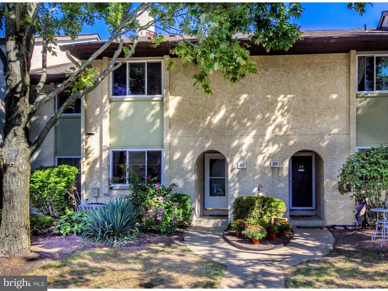 Casa unifamiliar adosada (Townhouse) por un Alquiler en 27 TENNYSON Drive Plainsboro, Nueva Jersey 08536 Estados UnidosEn/Alrededor: Plainsboro Township