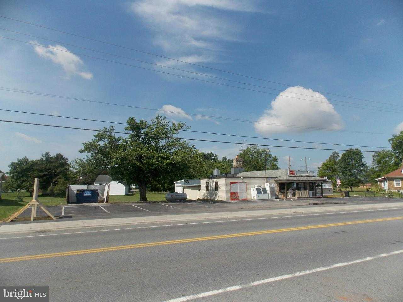 Commercial pour l Vente à 454 Baltimore Street 454 Baltimore Street Taneytown, Maryland 21787 États-Unis