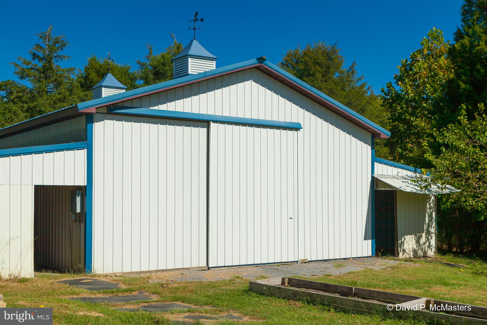 267 SWEETBRIAR RD, Martinsburg, WV 25405 $589,000 www.snyderbailey ...
