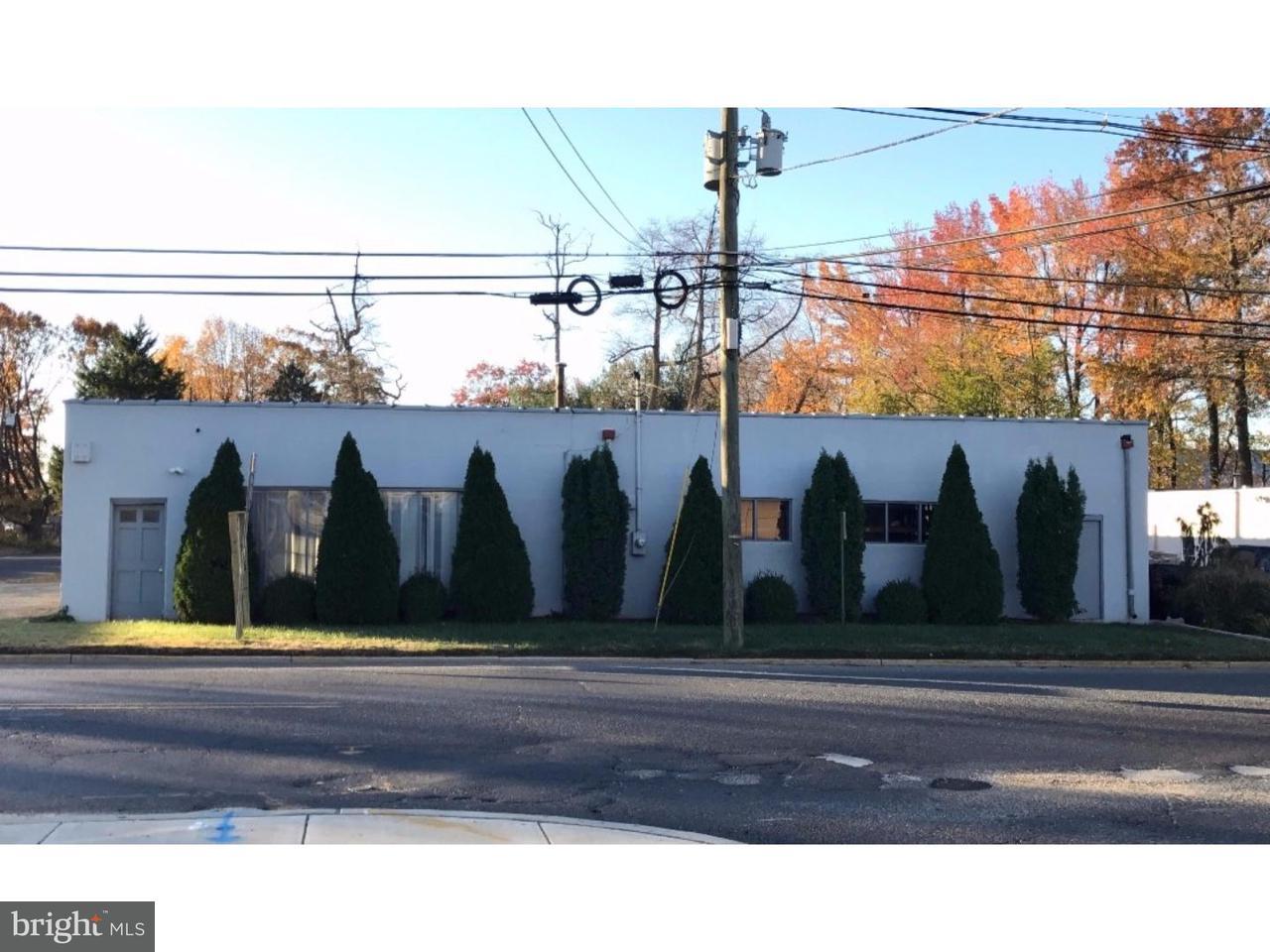 Частный односемейный дом для того Продажа на 700 CREEK Road Bellmawr, Нью-Джерси 08031 Соединенные Штаты