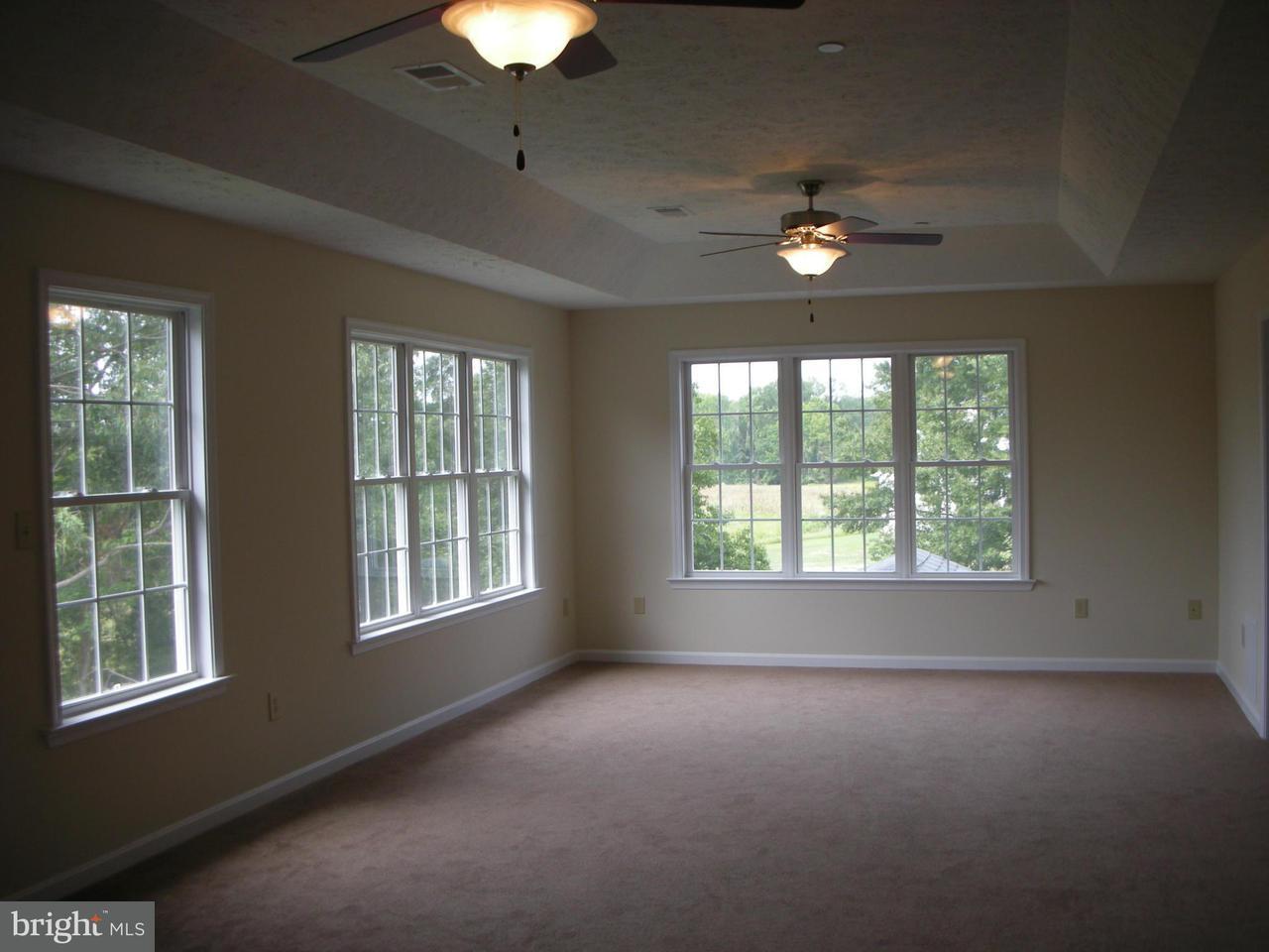 Additional photo for property listing at 7239 JOCKEY Court 7239 JOCKEY Court Hughesville, Maryland 20637 États-Unis