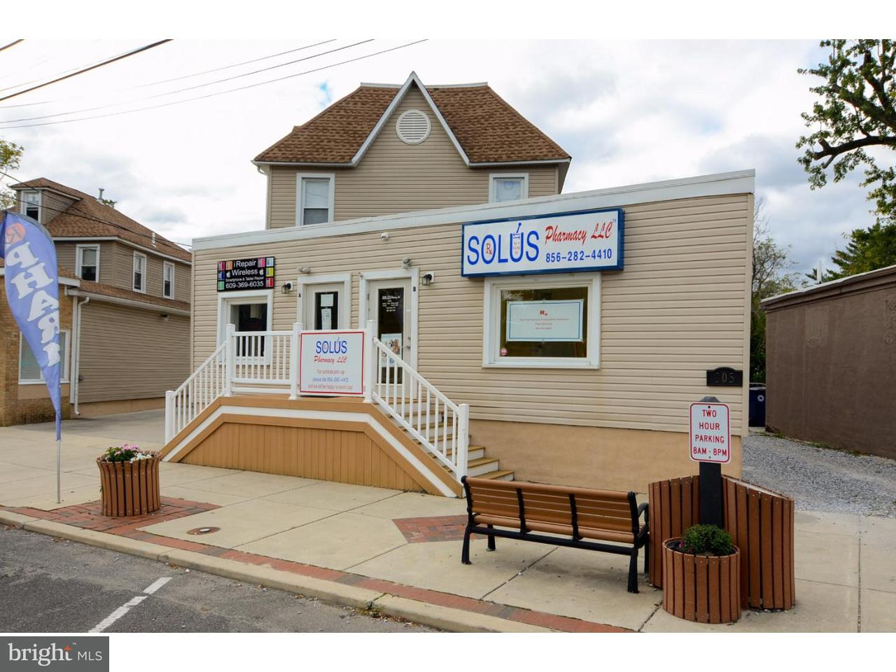 独户住宅 为 销售 在 805 W ATLANTIC Avenue Laurel Springs, 新泽西州 08021 美国