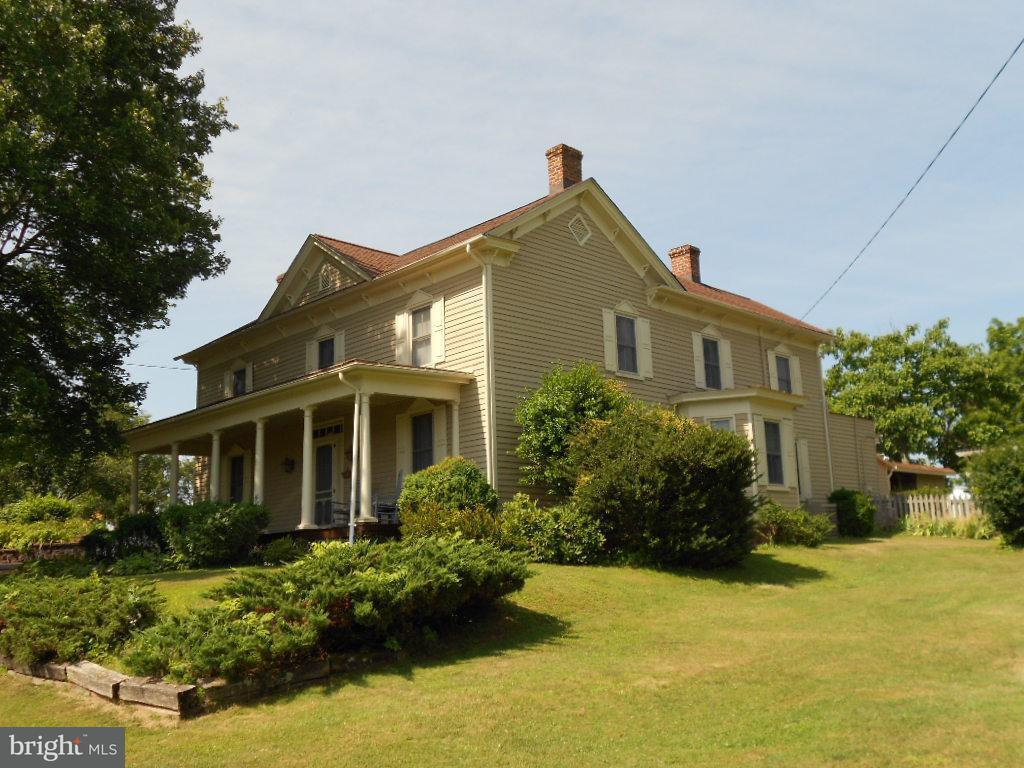 Maison unifamiliale pour l Vente à 5407 Blue Ridge Tpke 5407 Blue Ridge Tpke Rochelle, Virginia 22738 États-Unis