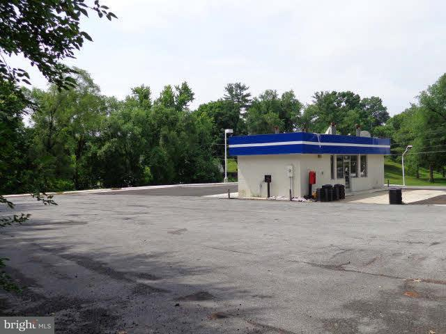 Commercial for Sale at 629 Main St Woodstock, Virginia 22664 United States