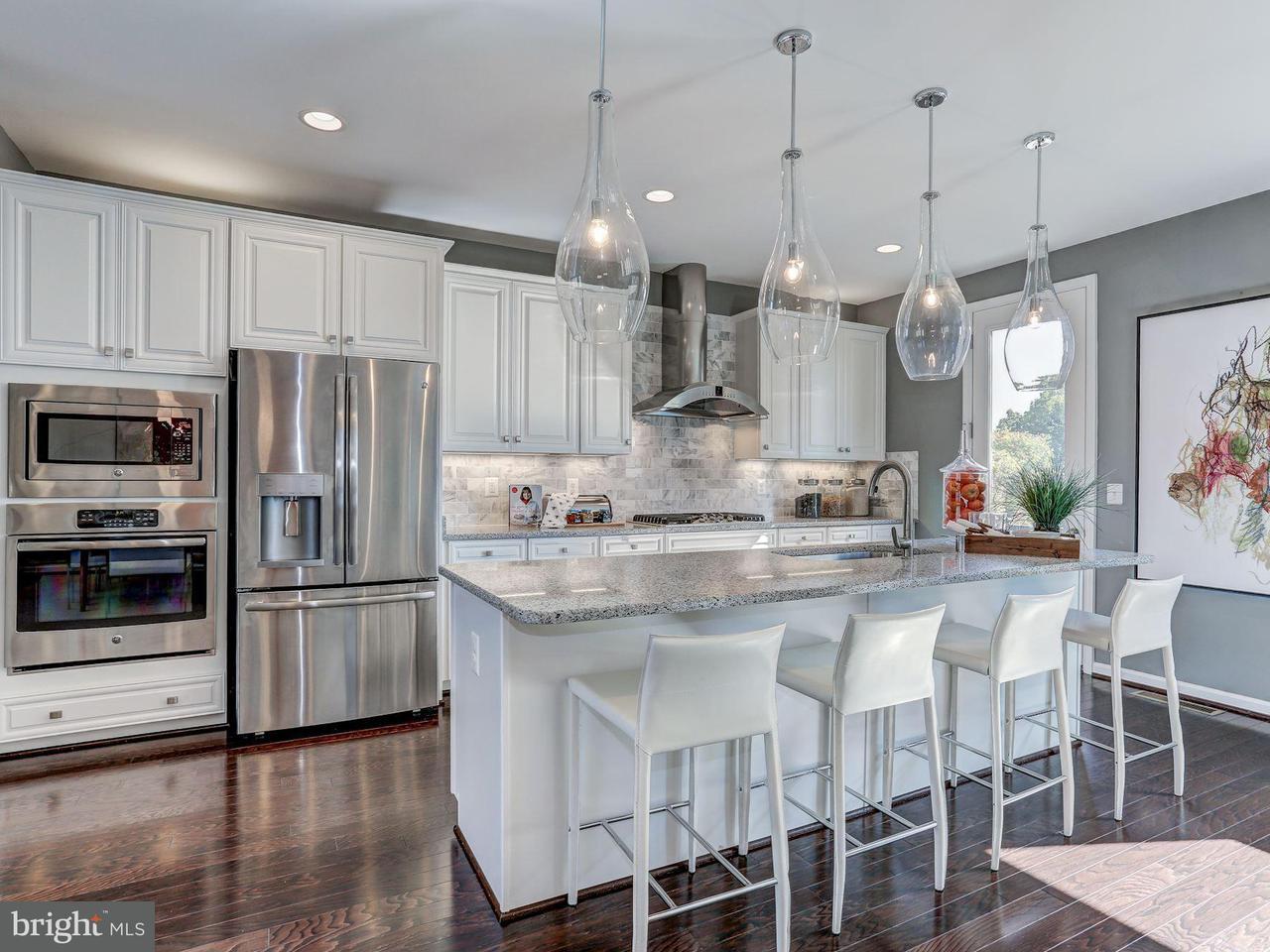 Таунхаус для того Продажа на 14598 LAKESTONE Drive 14598 LAKESTONE Drive Chantilly, Виргиния 20151 Соединенные Штаты