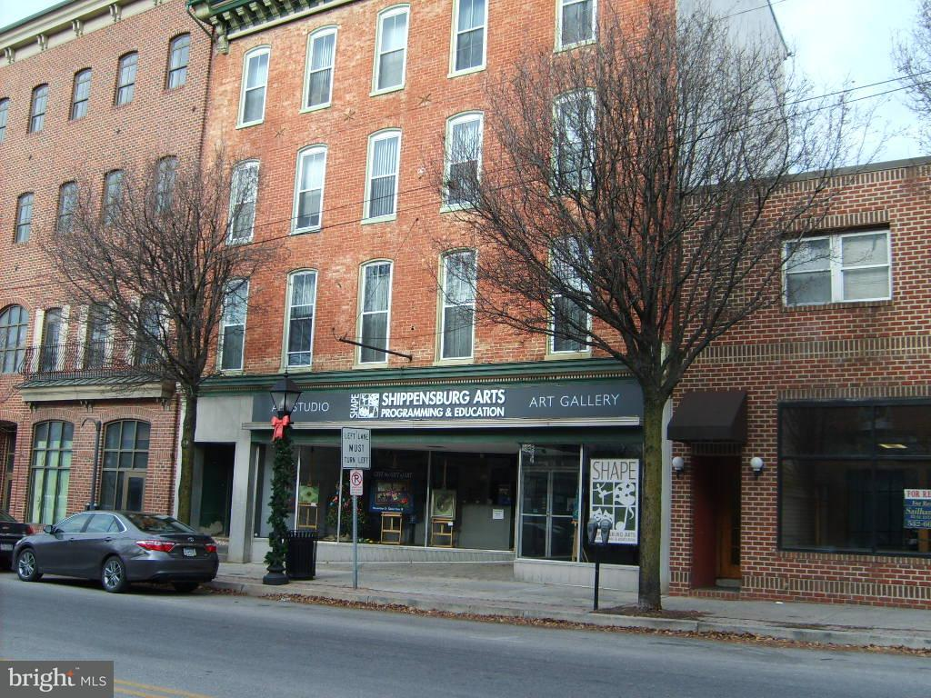 Comercial para Venda às 17E KING Street 17E KING Street Shippensburg, Pensilvânia 17257 Estados Unidos