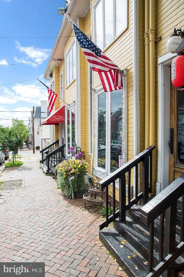 Commercial for Sale at 210 QUEEN Street 210 QUEEN Street Alexandria, Virginia 22314 United States