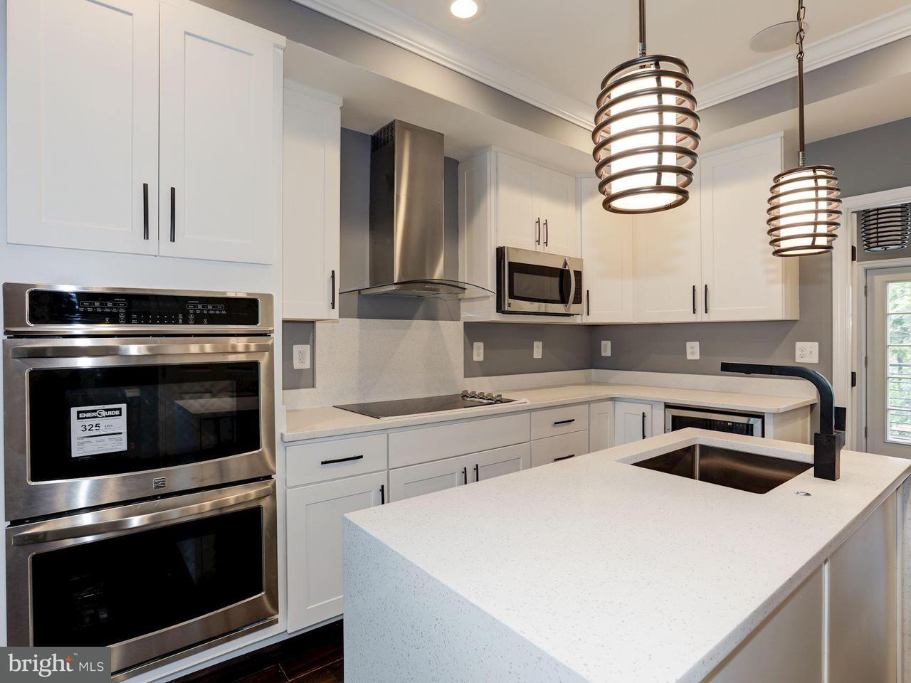 多棟聯建住宅 為 出售 在 1609 LEVIS ST NE 1609 LEVIS ST NE Washington, 哥倫比亞特區 20002 美國