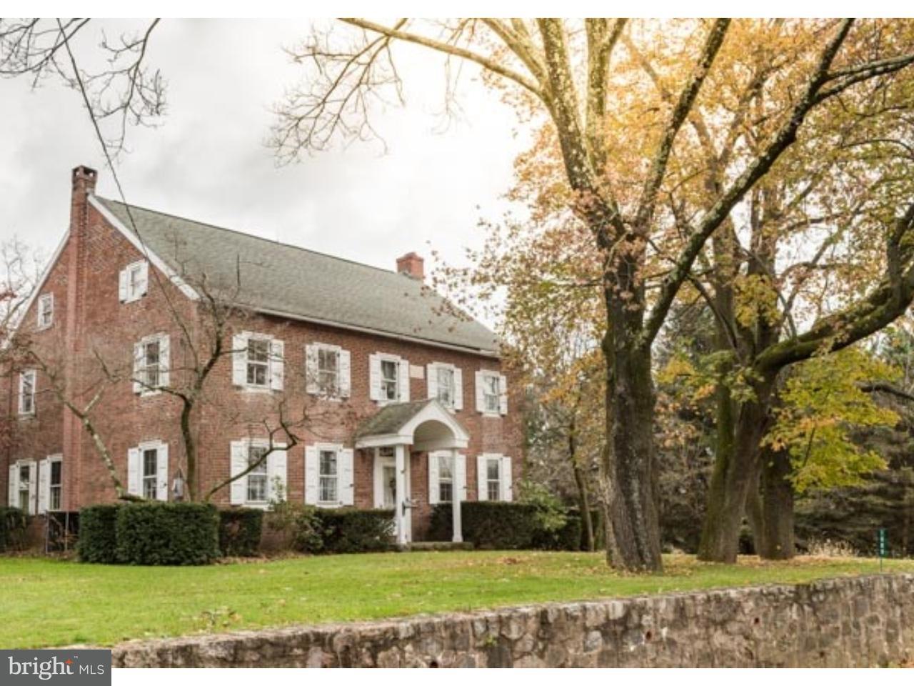 Частный односемейный дом для того Продажа на 1009 ZIEGLER Road East Greenville, Пенсильвания 18041 Соединенные Штаты