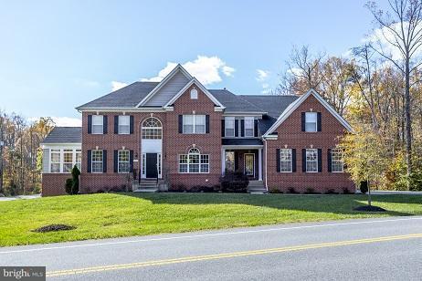 Casa Unifamiliar por un Venta en 8205 POPLAR HILL Drive 8205 POPLAR HILL Drive Clinton, Maryland 20735 Estados Unidos