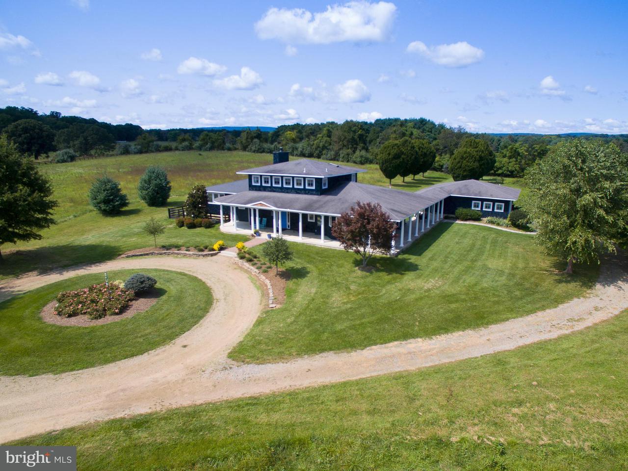 獨棟家庭住宅 為 出售 在 19415 SILCOTT Lane 19415 SILCOTT Lane Purcellville, 弗吉尼亞州 20132 美國