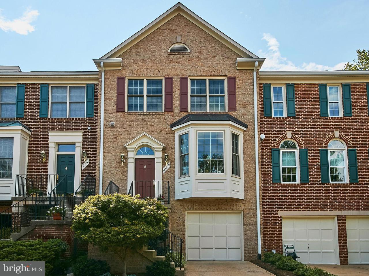 Casa unifamiliar adosada (Townhouse) por un Venta en 2230 JOURNET Drive 2230 JOURNET Drive Dunn Loring, Virginia 22027 Estados Unidos