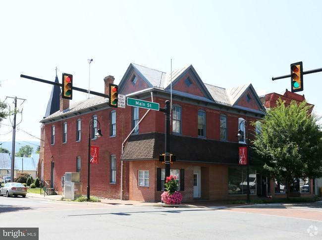 Commercial for Sale at 101 Main St S Woodstock, Virginia 22664 United States