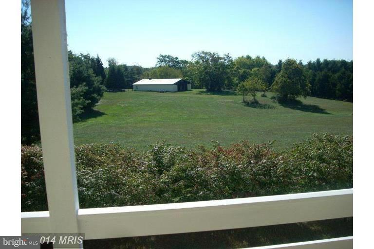 Additional photo for property listing at 20441 Unison Rd  Round Hill, Virginia 20141 United States