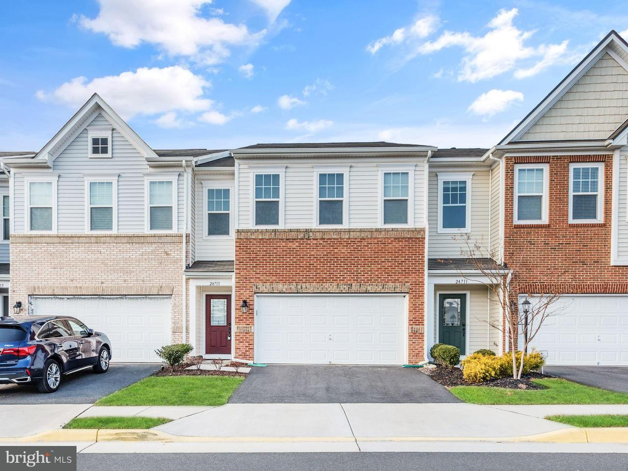 Townhouse for Sale at 24713 Gracehill Ter 24713 Gracehill Ter Aldie, Virginia 20105 United States