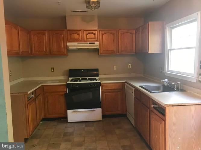 Additional photo for property listing at 808 Hr Dr SE  Washington, District Of Columbia 20032 United States