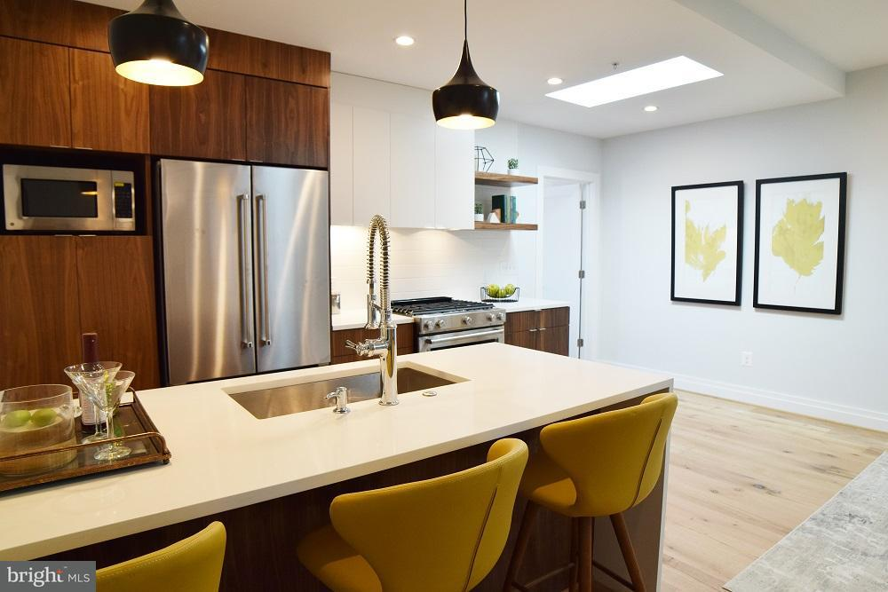 Additional photo for property listing at 4025 7th St Ne #2 4025 7th St Ne #2 Washington, District Of Columbia 20017 Vereinigte Staaten
