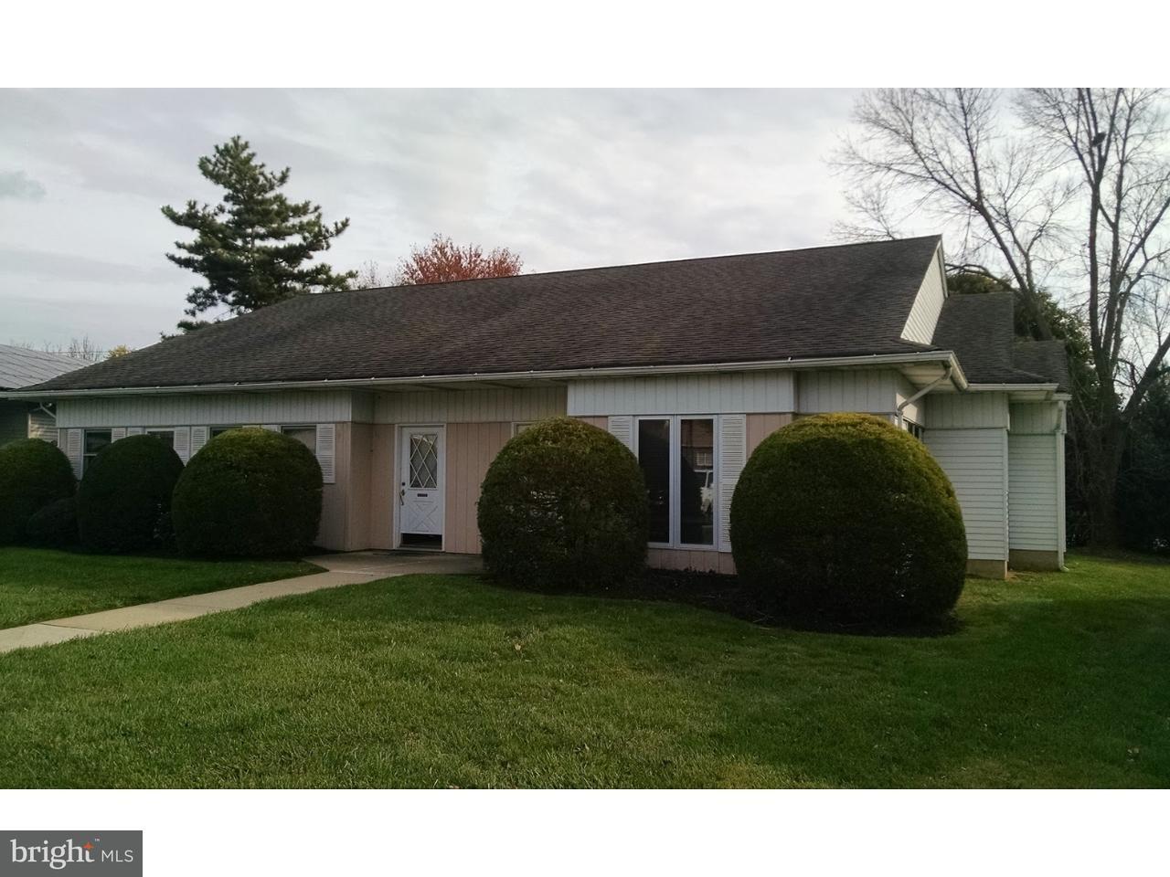 Nhà ở một gia đình vì Bán tại 2131 ROUTE 33 Hamilton, New Jersey 08690 Hoa KỳTrong/Xung quanh: Hamilton Township