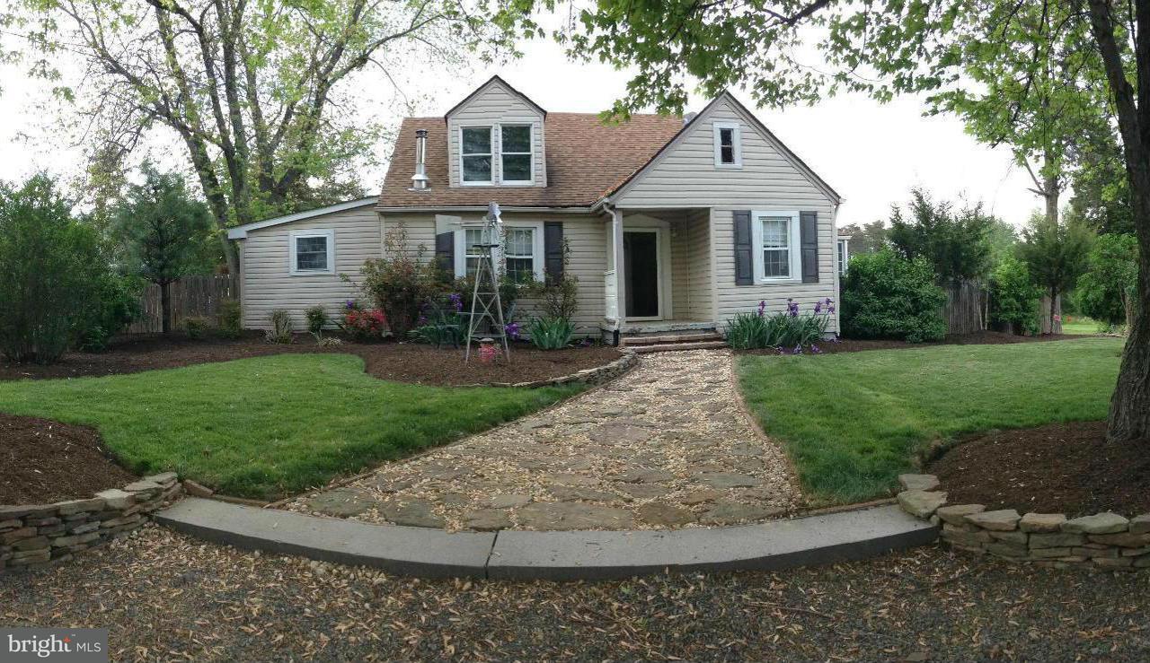 獨棟家庭住宅 為 出售 在 15320 LEE HWY 15320 LEE HWY Centreville, 弗吉尼亞州 20120 美國
