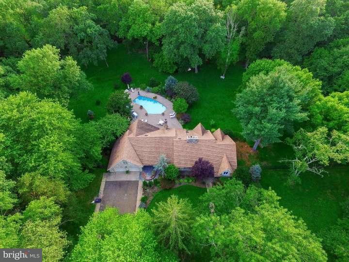Maison unifamiliale pour l Vente à 990 CROPWELL Road Cherry Hill, New Jersey 08003 États-Unis