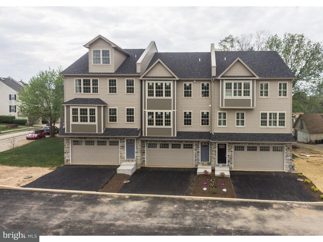 Maison accolée pour l Vente à 135 MOIR Avenue West Conshohocken, Pennsylvanie 19428 États-Unis