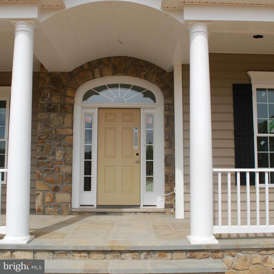 Частный односемейный дом для того Продажа на 11408 NOTCHCLIFF Road 11408 NOTCHCLIFF Road Glen Arm, Мэриленд 21057 Соединенные Штаты